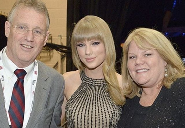 Scott Kingsley Swift with his ex-wife Andrea Swift and daughter Taylor Swift